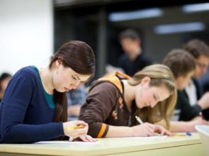 ¡Ahora o nunca! Si quieres conseguir tu certificado Cambridge este verano, ha llegado el momento de apuntarte al examen correspondiente